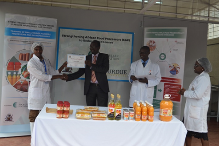The dean Faculty of Agriculture issuing certificate